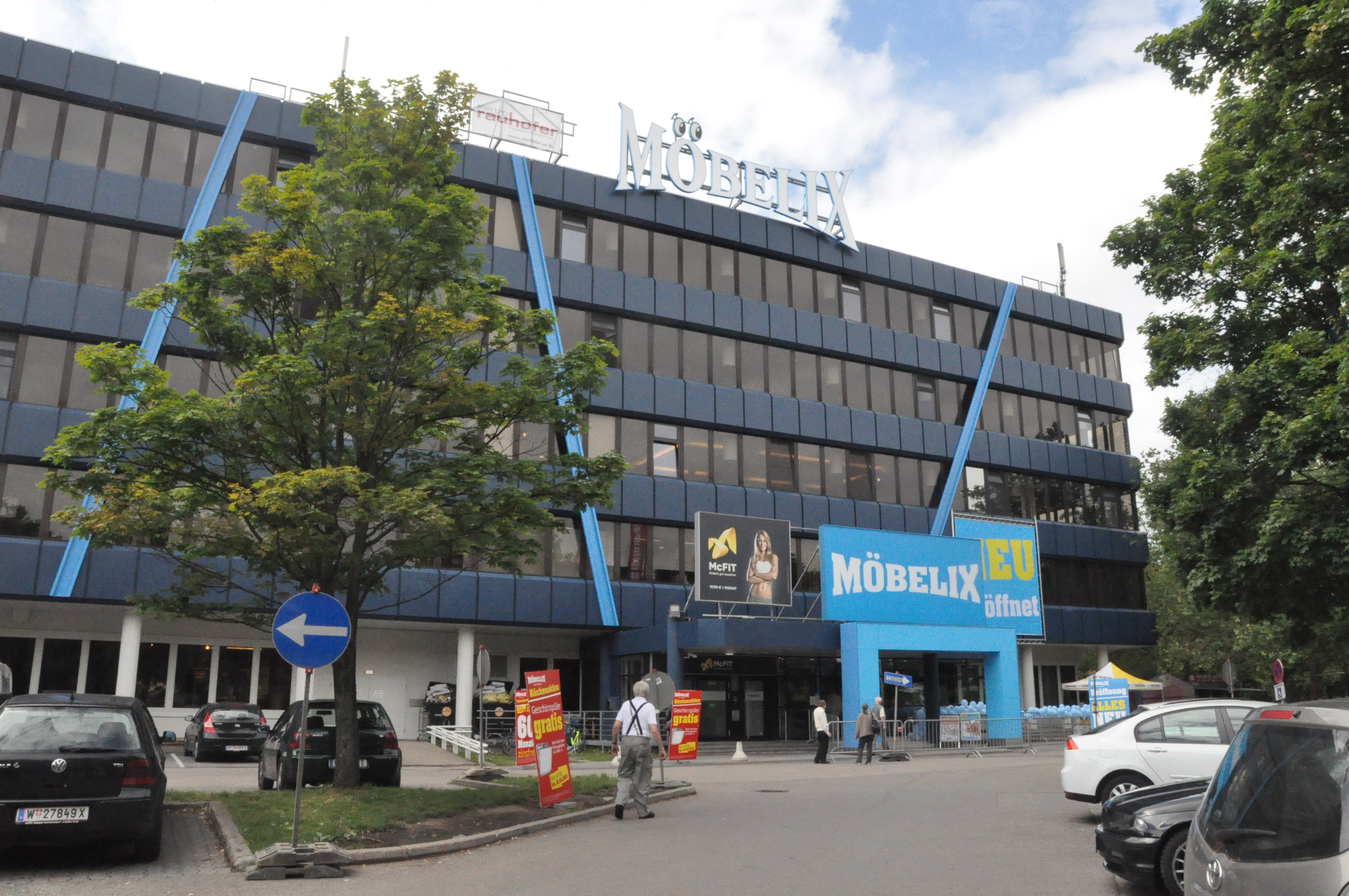 Wiedereröffnung Der Modernisierten Möbelix Filiale In Wien 12 Möbelix